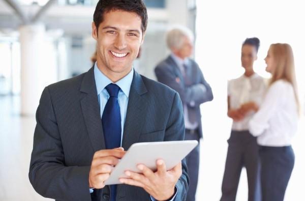 cười tươi sẽ là điểm cộng của một nhân viên kinh doanh